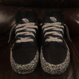 Women's size 7 high top Vans sneakers!!
